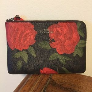 NWOT Coach beautiful floral wristlet!!